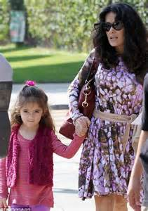 beach her colors were pink lots of pink with her love of the beach salma hayek and her daughter valentina make for a matching