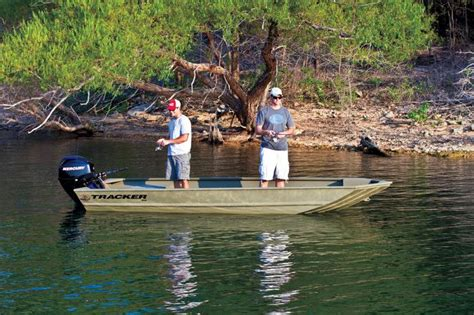 grizzly chases boat tracker boats bass panfish boats 2016 pro 160