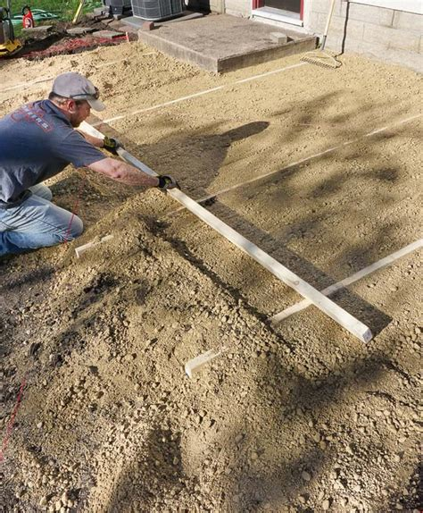 How To Lay Paver Patio Diy How To Lay A Level Brick Paver Patio Corner