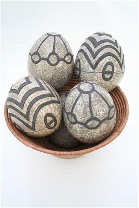 decorar un huevo como niña artesania de africa adornos africanos huevo cer 195 161 mica