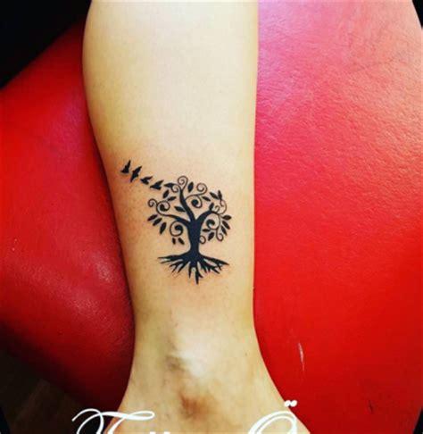 tatuaggi fiori particolari 75 tatuaggi piccoli e femminili tra cui scegliere