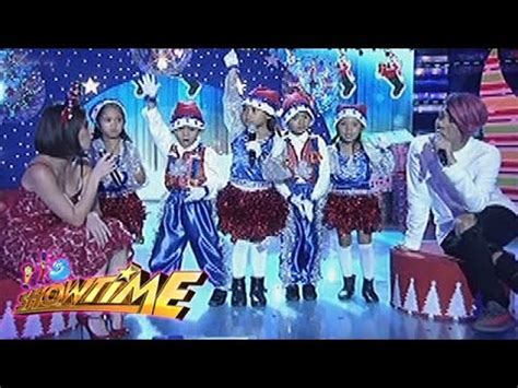 what does a wear when it s it s showtime what does santa claus wear when he sleeps santa babies