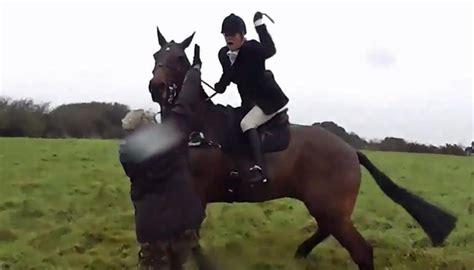 camera catches british fox hunters attack  protesters