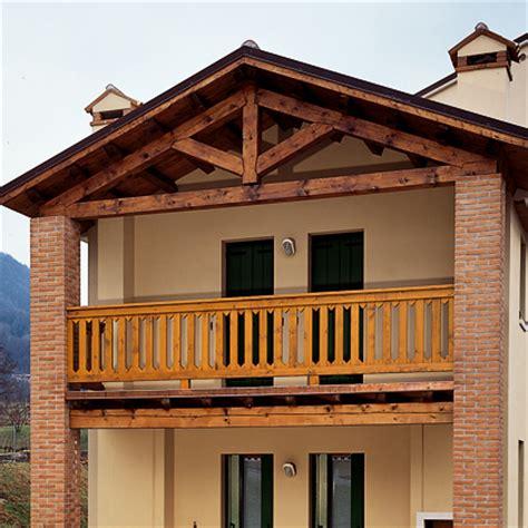 ringhiera in legno per esterno ringhiere in legno per balconi esterni fioriera con