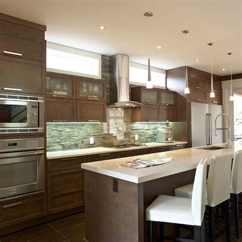 armoires contemporaines design armoire de cuisine contemporaine avec grand ilot id 233 es