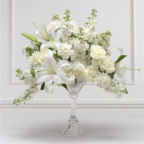 flower arrangement for wedding ceremony creating a simple
