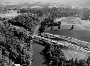 construction of east portland freeway (i 205) bridges over