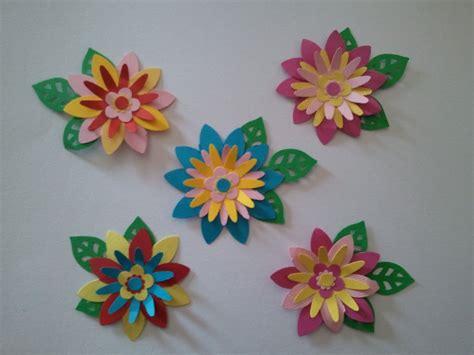 fiori di cartoncino 5 fiori con foglioline in cartoncino fustellato