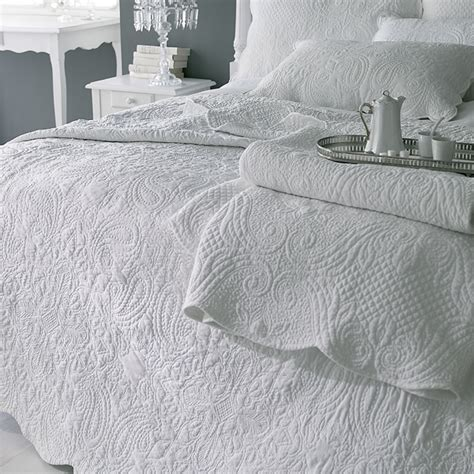 scalloped coverlet sashi bed linen lyon paisley scalloped edge bedspread