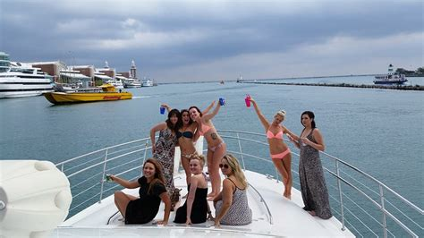 chicago boat rental belmont harbor il wilmette boat rentals charter boats and yacht