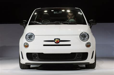 2013 fiat 500c abarth takes its top with a quickness