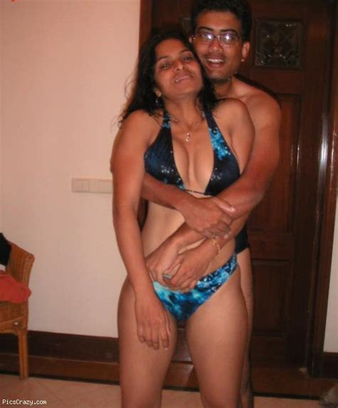 Desi Girls And Aunties Hot And Sexy Pictures Sexy Indian Aunty In Bikini