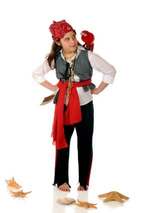 simple pirate costume idea homemade pirate costumes lovetoknow