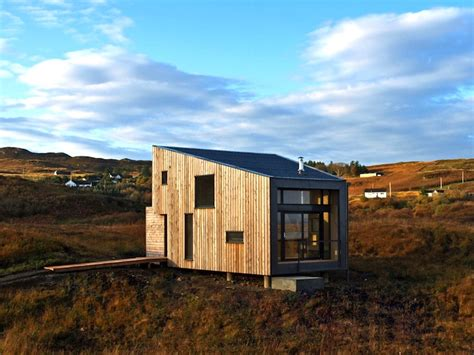 small fiscavaig house minimises it s impact on the environment
