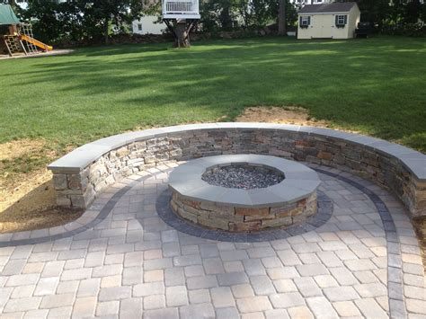 sitting wall with bluestone cap surrounds a