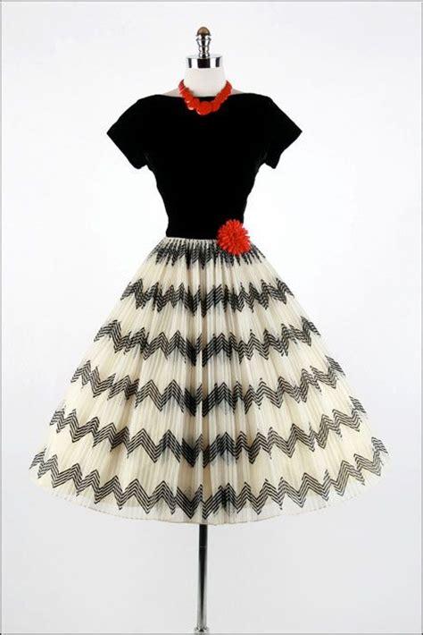black and white zig zag pattern dress vintage 1950s dress white black zig zag party dress xs s