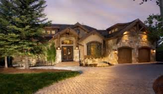 Ensure your outdoor lighting shows off the rustic architectural