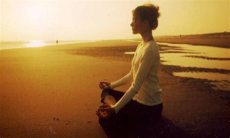 imagenes yoga en la playa la era de la espiritualidad por david bartolome pires