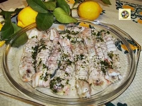 come cucinare le canocchie canocchie lessate con salsa aromatica ricetta di pesce