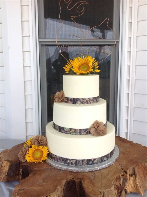 wedding cake with camouflage ribbon cake cupcake decorating pinterest the o jays wedding