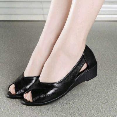 Sepatu Wedges Wanita Garucci Sh 5095 sh sepatu wedges 0241 black green pu leather elevenia