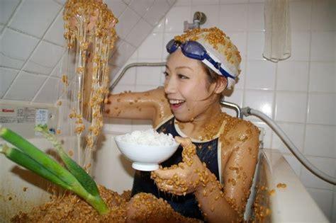 bathtube girl natto bath