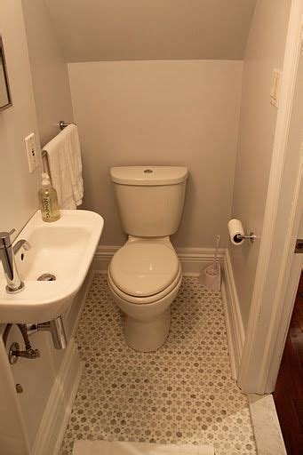 tiny half bathroom ideas 25 best ideas about small powder rooms on pinterest