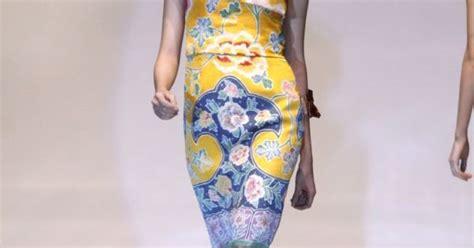 Kencana Batik Tosca Kebaya the best batik dress sebastian gunawan yuifashion