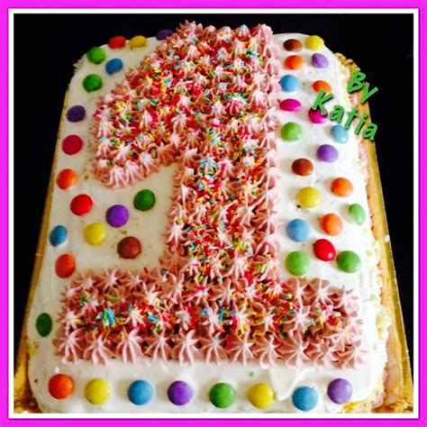 cucina con torte torta di compleanno in cucina con frollina