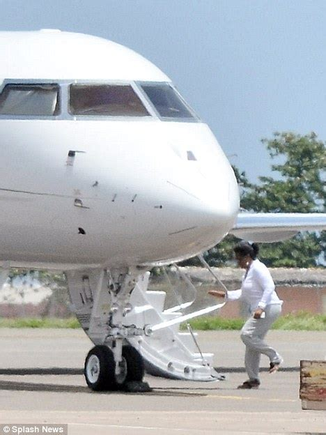 oprah winfrey jet oprah winfrey flies out of barbados in her private jet