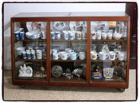 Lemari Toko toko barang antik dijual lemari etalase toko tua