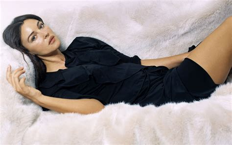 monica bellucci personality who is monica bellucci dating currently after unsuccessful