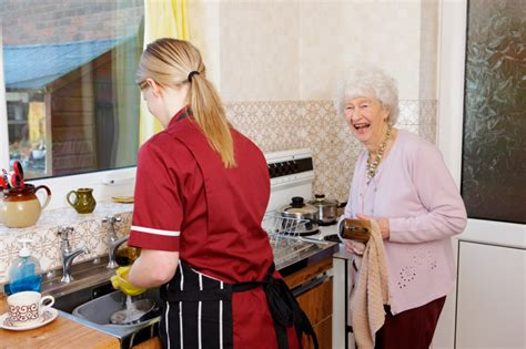 Small Home Care For Elderly Senior Home Care Which Service Is Right For You Atria