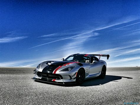 2016 dodge viper acr review snakes on a track slashgear 2016 dodge viper acr review snakes on a track gearopen
