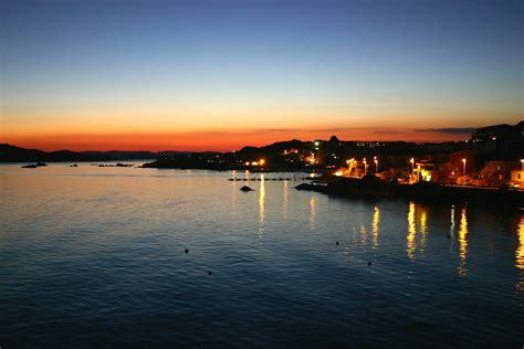 sul mare sardegna tramonto sul mare viaggi vacanze e turismo turisti per