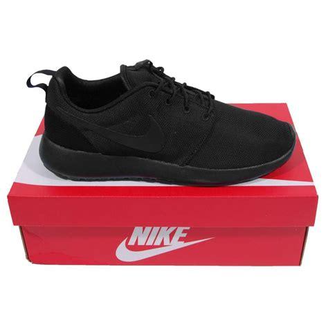 nike rosherun black mens shoes from attic clothing uk