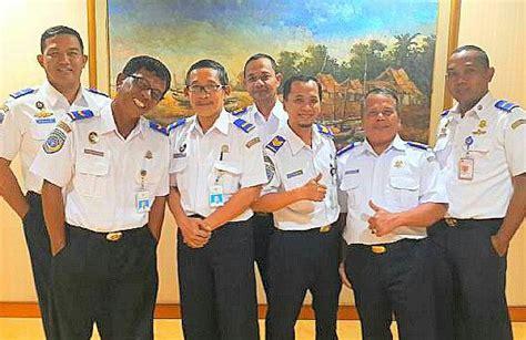 Baju Dinas Perhubungan Keren Pegawai Kemenhub Kenakan Baju Putih Berpangkat Di