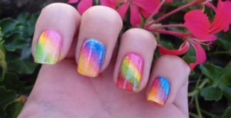 come fare le unghie in casa come fare unghie arcobaleno bellezza excite