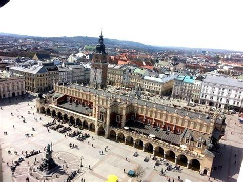 cracovia turisti per caso la piazza mercato a cracovia viaggi vacanze e