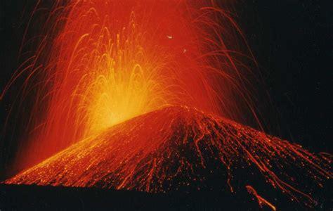 imagenes de desastres naturales volcanes erupciones volc 225 nicas taringa