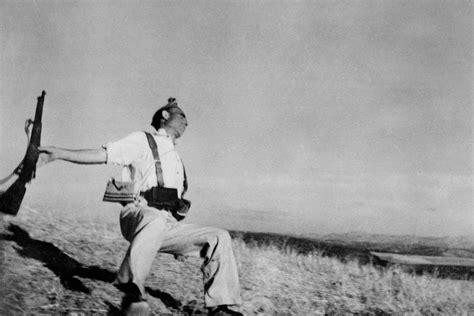 the reel foto robert capa 20th century war photographer