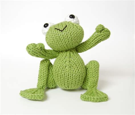 knitted frogs knitted frog prince knitting pattern by connor