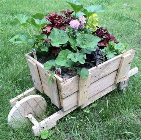 Diy Ideas For Garden 15 Diy Outdoor Ideas Diy Shipping Pallet Garden Ideas Pallets Designs