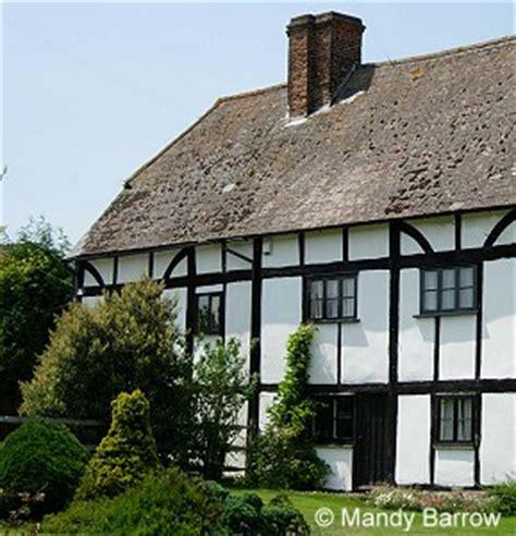 what s that house a guide to tudor homes porch advice tudor houses tudor architecture