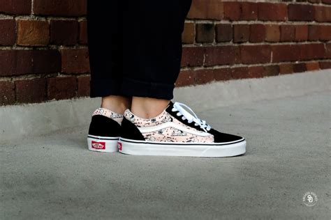Sepatu Vans X Peanuts vans x peanuts skool smack pearl vn0a38g1oqv