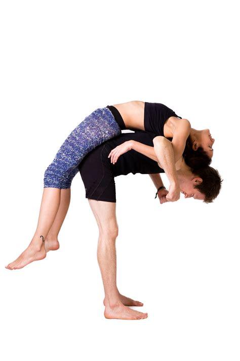 imagenes de yoga para 2 yoga en pareja construyendo confianza nowhere yoga