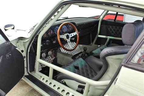 porsche rwb interior piden 198 493 euros por el primer porsche 911 rwb
