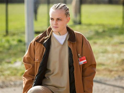 tattoo girl oitnb local orange is the new black actress lands netflix