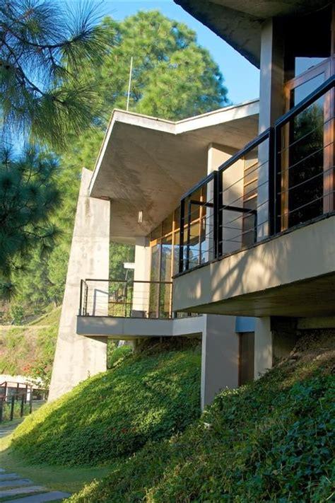 concrete house  balcony interior design ideas