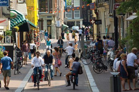 Sepatu Wanita Merk Inside menjelajahi kawasan belanja de 9 straatjes amsterdam